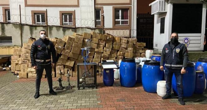 İstanbul'da kaçak parfüm imalathanesine baskın kamerada