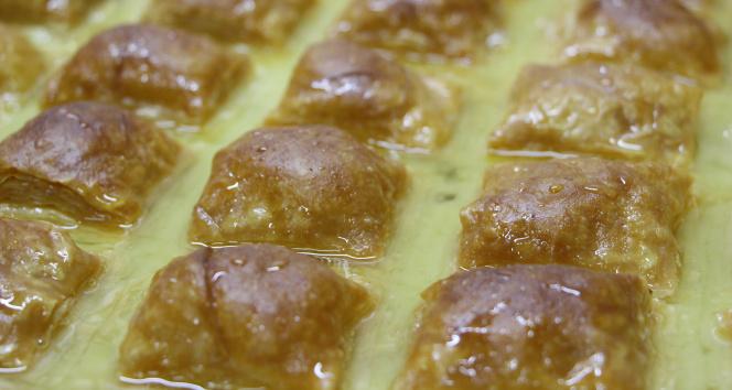 Ramazan ayının vazgeçilmezi, börek görünümlü tatlı: Laz Böreği