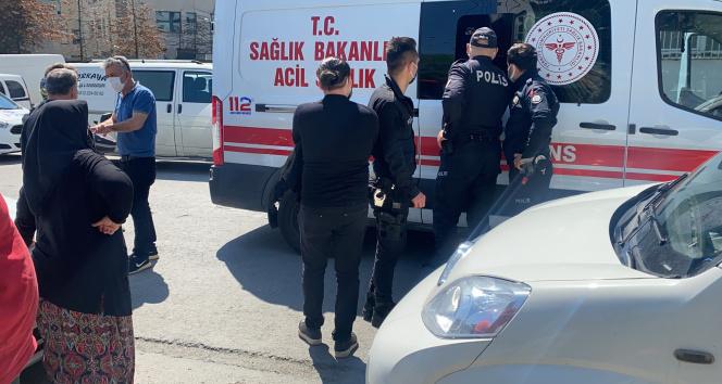 Kağıthane'de bir adam yolda yürüdüğü esnada fenalaşarak yere yığıldı