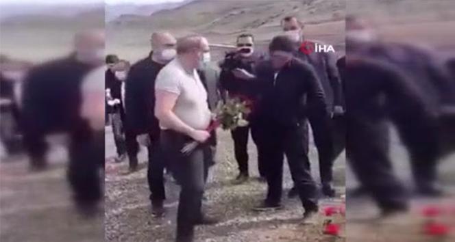 Ermeni askerin mezarına çiçek bırakmak isteyen Paşinyan'a tepki