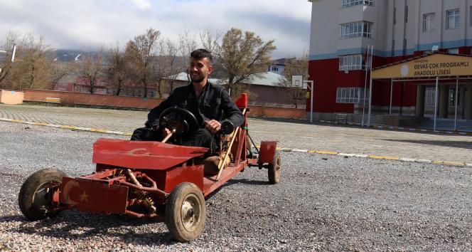 Lise öğrencisi hurdadan topladığı malzemelerle araba yaptı