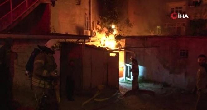Bağcılar'da korkutan gecekondu yangını