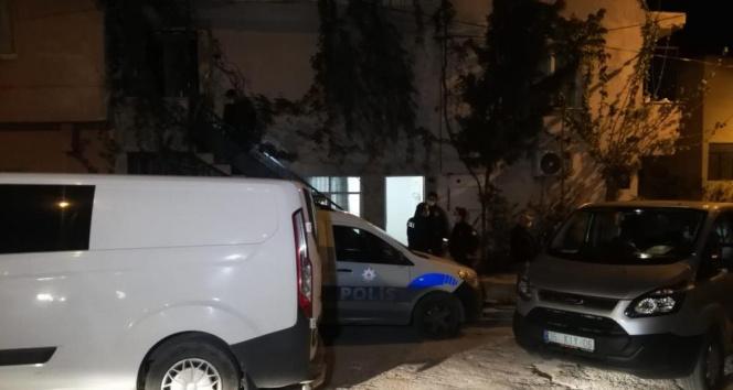 İzmir'de yalnız yaşayan yaşlı adam evinde ölü bulundu