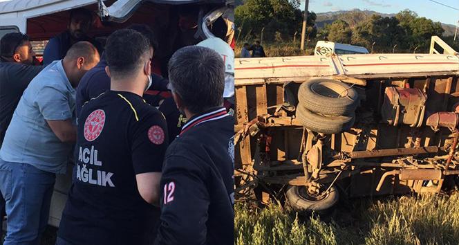 İşçi servisi ile kamyonet çarpıştı, araçta sıkışan bir işçi uzun uğraşlar sonucu kurtarıldı