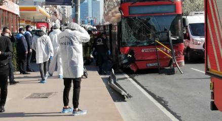 Beşiktaşta feci kaza! Çift katlı belediye otobüsü bariyerlere çarptı