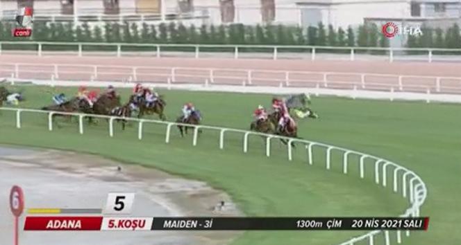 Adana'daki at yarışında kaza yapan iki jokeyde kırıklar tespit edildi