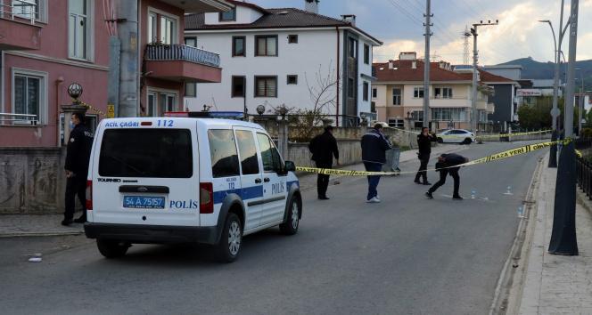 Şehir merkezinde pala ve silahlı dehşet: 1 yaralı