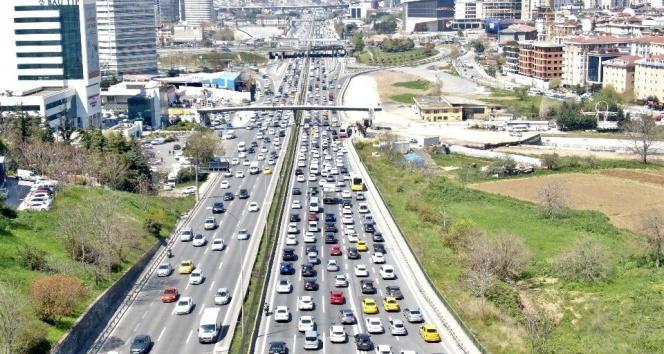 İstanbul'da 23 Nisan kısıtlaması öncesi trafik erken başladı