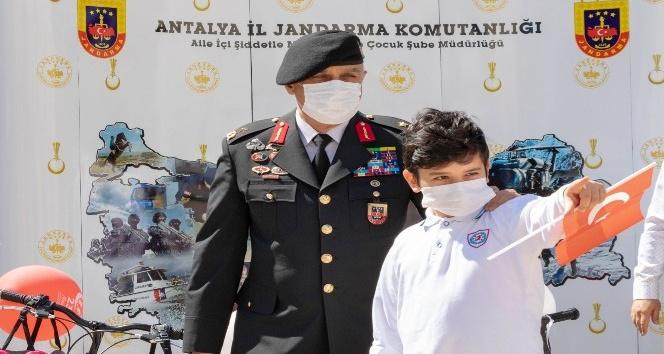 23 Nisan'da Çocuk Gözüyle Jandarma' resim yarışması