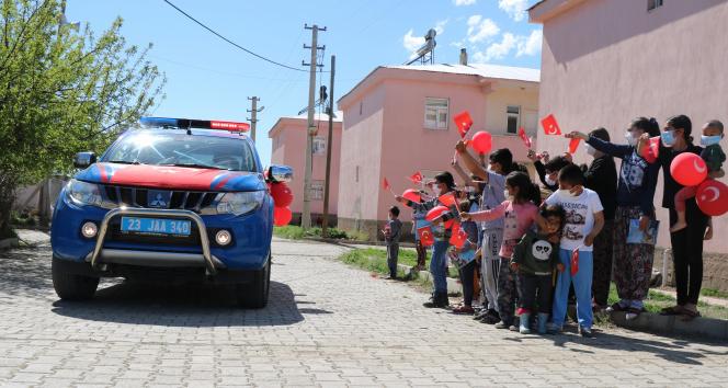 Mehmetçik'ten köy çocuklarına bayram sürprizi!