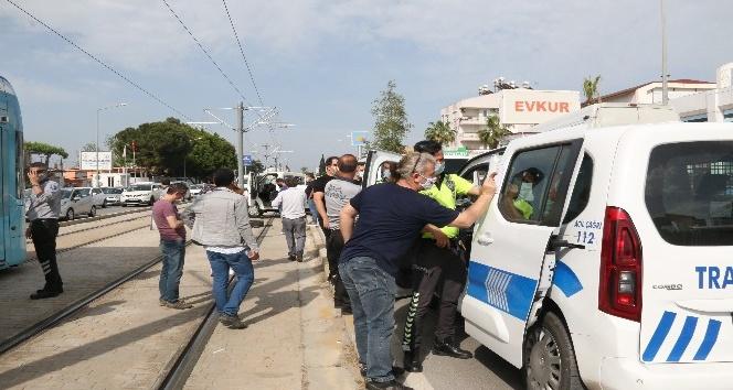 2 saat önce satın alınan kamyonet karşı şeride geçip iki aracı biçti: 2 yaralı