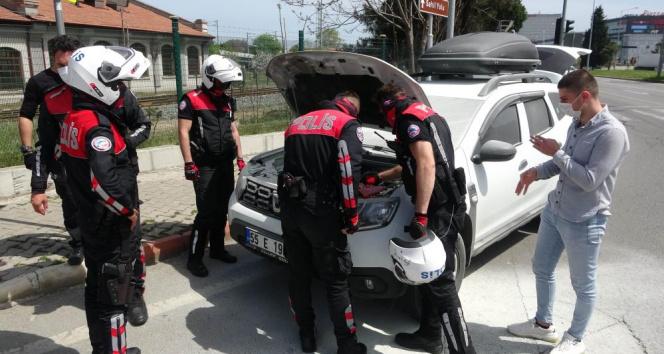 Polisler aracı yanmaktan kurtardı