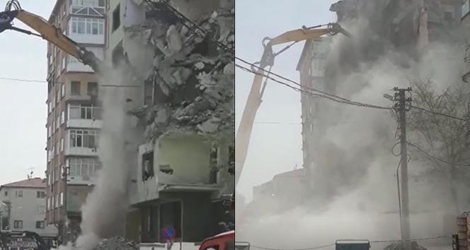 Eskişehir'de tozu dumana katan yıkım