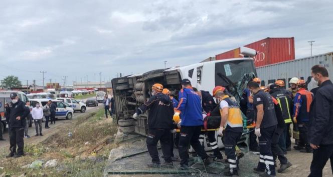 İşçi servisi yan yattı: 1 ölü, 20 yaralı