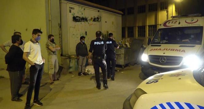 Darp edilip parası alınan evsiz adama polis şefkati