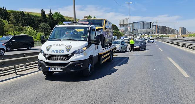 E-5'te meydana gelen kaza sonra yol trafiğe kapandı