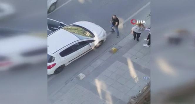 Kocasıyla yolda kavga eden kadından vatandaşlara ilginç tepki!