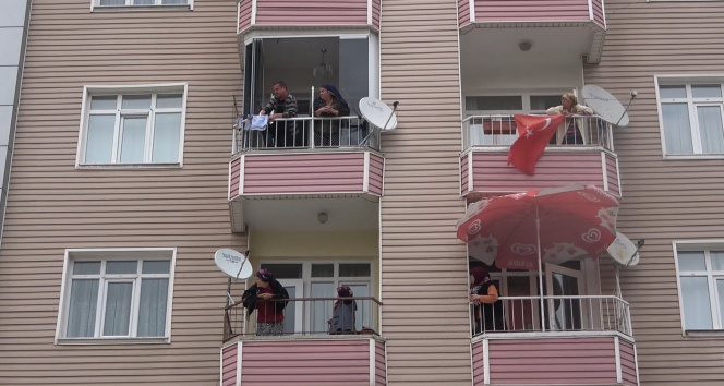 Kırıkkale'de vatandaşlar ağaç yangınını film izler gibi izledi