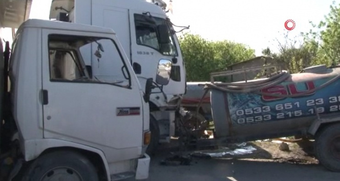 Tır ile kamyonet kafa kafaya çarpıştı: 2 yaralı