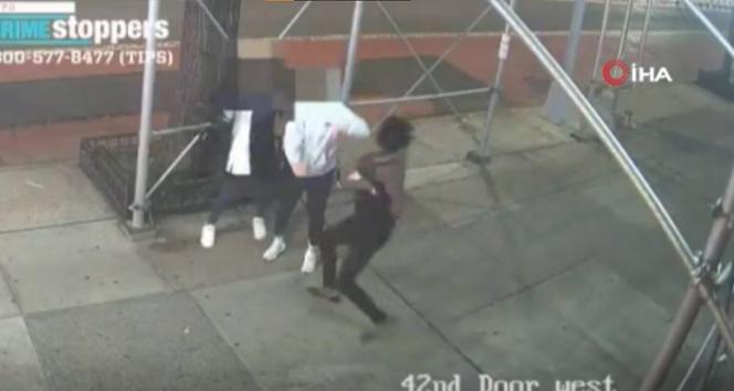New Yorkta Asyalı kadına çekiçle saldırı