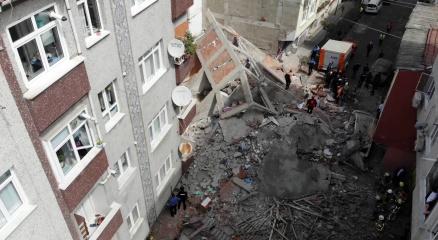 Zeytinburnunda çöken binanın bulunduğu sokakta norma şartlarda semt pazarı kurulduğu ortaya çıktı