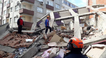 Zeytinburnu Belediyesinden çöken binayla ilgili açıklama