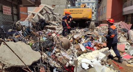Zeytinburnunda yıkılan binanın yapı ruhsatının bulunmadığı ortaya çıktı