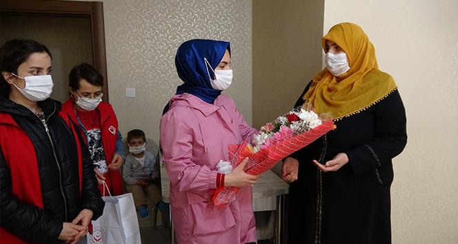 Engelli 3 çocuk annesi kadın 'yılın annesi' seçildi