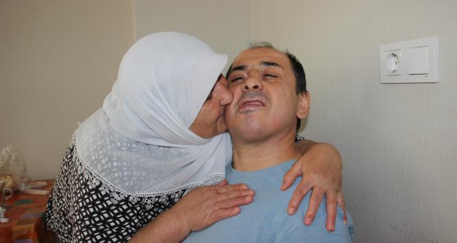 Engelli oğluna 30 yıldır hem annelik hem babalık yapıyor