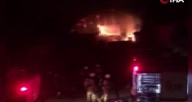 Silivri'de mobilya üretimi yapılan iş yerinden yangın çıktı