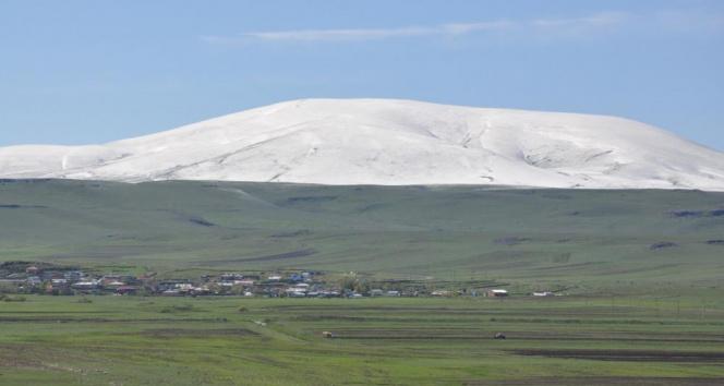 Yüksek kesimler Mayıs'ta beyaza büründü