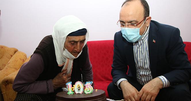 Şahide nine 103 yaşına girdi, ilk defa doğum günü kutladı, ilk defa vali gördü