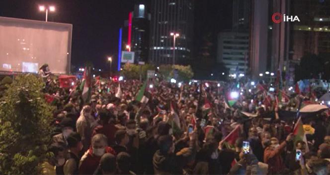 İstanbul'da vatandaşlar İsrail'i protesto için konsolosluk önüne geldi