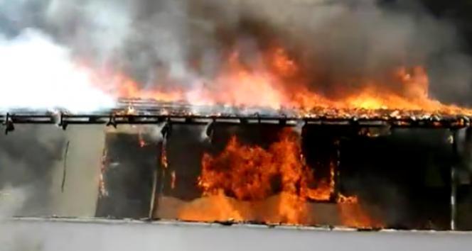 Maltepe'de gecekondunun alev alev yandığı anlar kamerada