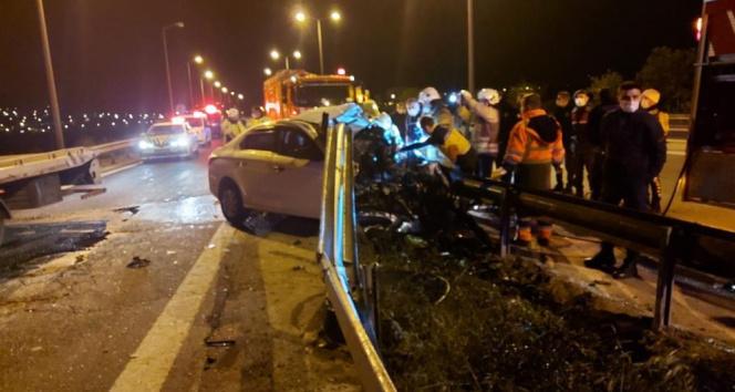 TEM Otoyolunda bariyerlere saplanan otomobil sürücüsü hayatını kaybetti