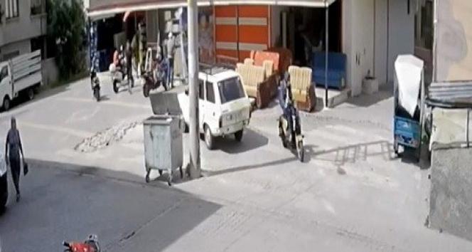 Elektrikli bisikleti çalan hırsızlar önce kameralara sonra polise yakalandı