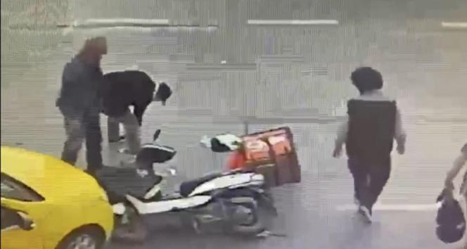 İstanbul'un göbeğinde şoke eden olay! Yardım etmek yerine telefonunu çaldı