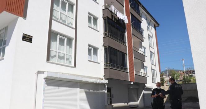 Uyurgezer olduğu iddia edilen genç kız 3'üncü kattan düştü