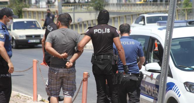 Kısıtlamayı ihlal etti, 'Savcı akrabam var' diyerek polisin üzerine yürüdü