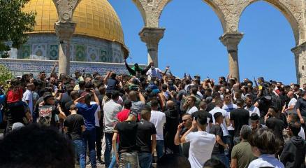 Mescid-i Aksada Cuma namazına 20 bin Filistinli katıldı