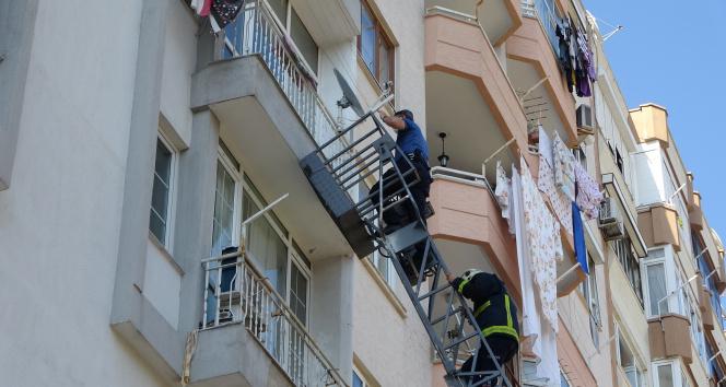 Emekli polis, meslektaşlarının balkondan girdiği evinde ölü bulundu