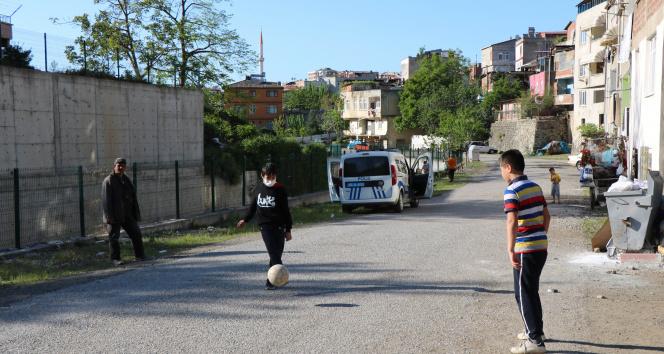 Top oynarken ırmağa düşen çocuk yaralandı