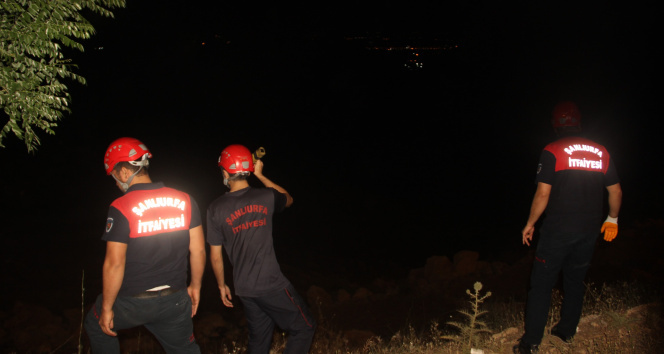 İki araç çarpıştı, 7 kişi yaralandı: Ekipler uçurumda fenerle yaralı aradı