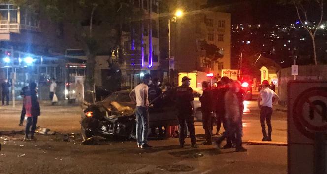 Yangına giden itfaiye aracı otomobil ile çarpıştı: 4 yaralı