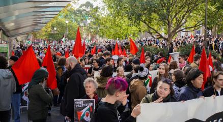 Sydney ve Melbourneda binlerce kişi Filistinliler için toplandı