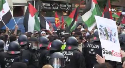 Berlinde Filistine destek yürüyüşünde polisten sert müdahale!