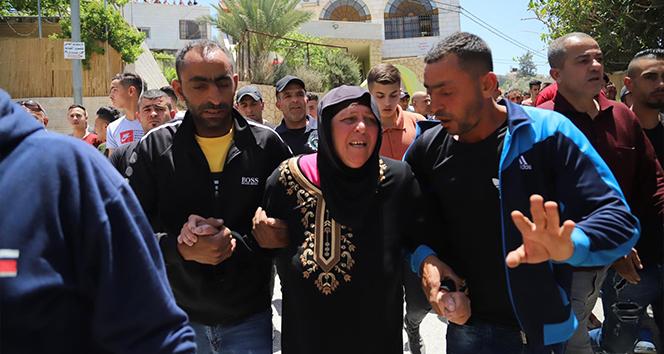 El Halil'de İsrail güçlerinin ateş açması sonucu öldürülen genç toprağa verildi