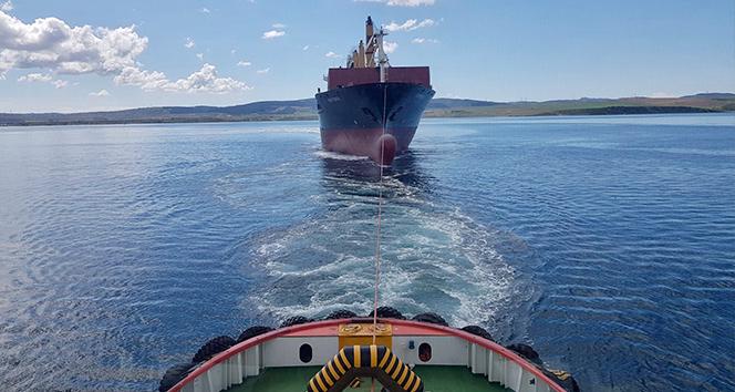 Çanakkale açıklarında sürüklenen gemi kurtarıldı