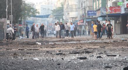 Gazzede 40 cadde ve kavşak hava saldırıları sonucu kullanılamaz hale geldi