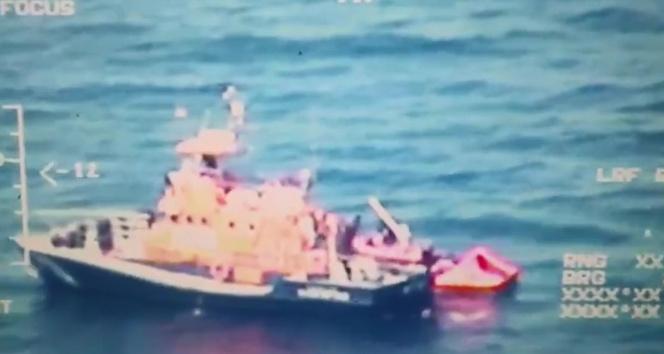 Sahil Güvenlik'ten dünyaya insanlık dersi: 32 düzensiz göçmen kurtarıldı
